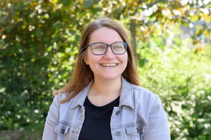 Kayla Debecker : Secetariaat - Toezichthoudster